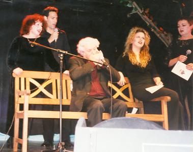 """נתן מנגן במפוחית את השיר """"דוגית"""", בערב לכבודו ב""""צוותא"""""""