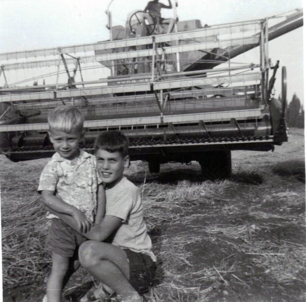 ליאור ואחיו זיו בשדה