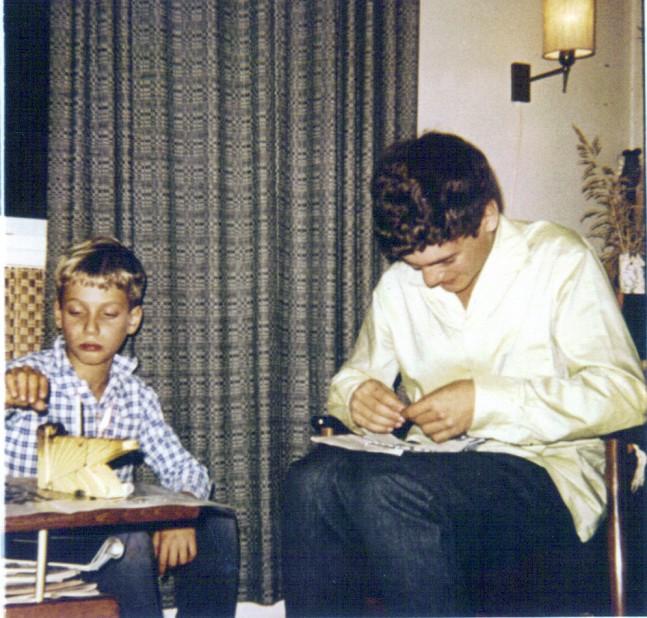 ליאור הנער ואחיו הצעיר זיו בילדותו