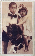 נתן ואחותו ירדנה, פתח תקווה, 1930